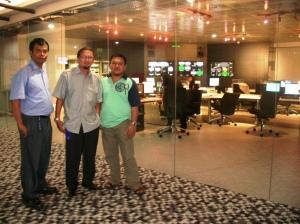 Pegawai SCTV diapit penggemar sinetron ABG