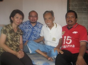 LEGENDA TRIMURTI - Pak Djoko mendapat spirit baru setelah dikunjungi Mita, Imas, Sugeng Edo dkk pada Jumat (28/11) lalu
